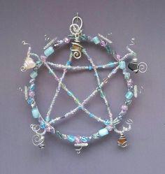 #wirewrappedstones #glassbeads #healingcrystals #pentagram  #artbymelissaclarke