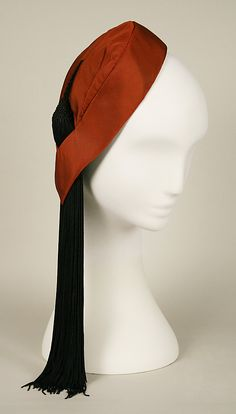 Cap Designer: Charles James (American, born Great Britain, Date: 1951 Culture: American Medium: silk Collection of Metropolitan Museum, New York Charles James, Fifties Fashion, Vintage Fashion, Edwardian Fashion, 20th Century Fashion, Love Hat, Vintage Couture, Red Hats, Historical Costume