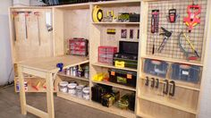Un taller de trabajo plegable que además funciona como bodega para las herramientas especial para el #HombreBauker #HUM @Homecenter_cl