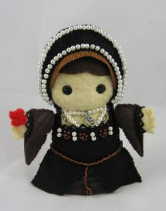Craftgrrl - Where Crafters Unite! - Little Tudor felt dolls (VERY image heavy)