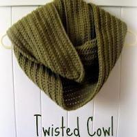 Easy Twisted Cowl - via @Craftsy