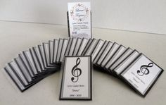 Estas tarjetas tamaño bolsillo, son para recordar a ese ser querido que partió de éste mundo.  Facebook: Laura Tarjetas