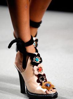 Sandalias con apliques, modernas y casuales