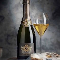 An upgraded new look for Cuvée Clive. For by Photo by Graham Beck Wines. Sparkling Wine, Label Design, Graham, Wines, Red Wine, Alcoholic Drinks, Champagne, Bottle, Glass