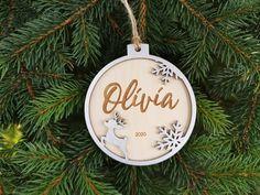 Christmas Stencils, Christmas Wood, Christmas Gift Tags, Christmas Baubles, Family Christmas, Christmas And New Year, Gifts For Family, Gifts For Dad, Gifts For Friends