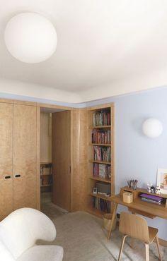 Du bois clair pour les meubles de la chambre d'enfant. Plus de photos sur Côté Maison http://petitlien.fr/860h