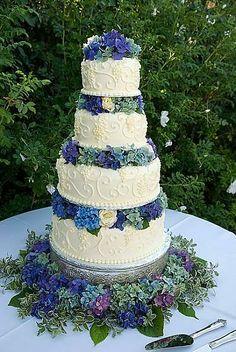 hydrangea wedding cake..
