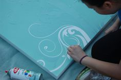 Oh, this is happening Light canvas using wall decals and painting the canvas! Diy Canvas Art, Canvas Crafts, Blank Canvas, Canvas Ideas, Diy Artwork, Diy Wall Art, Fun Crafts, Diy And Crafts, Arts And Crafts