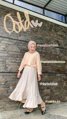 Source by outfits hijab Modern Hijab Fashion, Street Hijab Fashion, Hijab Fashion Inspiration, Muslim Fashion, Fashion Outfits, Womens Fashion, Casual Hijab Outfit, Ootd Hijab, Hijab Chic