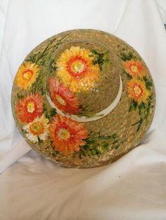 #Cappello in paglia dipinto a mano da Ivana Magri www.ivanamagri.it  ivanamagri@ivanamagri.it Painted Hats, Hand Painted, Tea Hats, Hat Crafts, Love Hat, Summer Hats, Textiles, Sewing Tutorials, Caps Hats