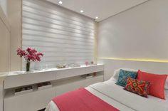 Dormitório jovem S|R: Quartos por Redecker + Sperb arquitetura e decoração