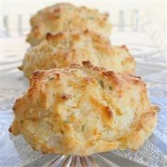 (Tastes like Red Lobster) Cheddar Bay Biscuits ~ NOTE FROM PINNER Erin D. I have made these and they DO taste VERY much like the Red Lobster's Cheddar Bay Biscuits. They were delicious and very easy to make. I Love Food, Good Food, Yummy Food, Red Lobster Cheddar Bay Biscuits Recipe, Cheese Biscuits, Cheddar Cheese, Cheese Muffins, Bisquick Cheddar Biscuits, Cheese Bombs