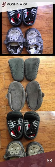 2 pairs of baby boy shoes size 4( 12months) Good condition, for from 12 months to 18 months Shoes