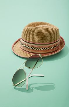 Feel like you're on an extravagant vacation wearing these classic aviator sunglasses paired with a stylish straw fedora.