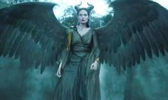 'Angelina Jolie vanquishes army in stunning new Maleficent trailer