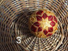 Dekorácie - vianočné patchworkové gule červeno-zlaté - 7147269_