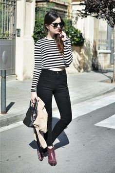 Minimal and classic: cropped top, high waisted jeans.