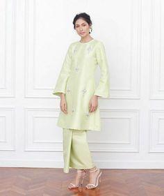 Amelia kurung in apple green - ig Muslimah Wedding Dress, Muslim Wedding Dresses, Hijab Bride, Muslim Brides, Wedding Hijab, Wedding Outfits, Kebaya Modern Dress, Kebaya Dress, Traditional Fashion