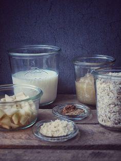 Zimt Overnight Oats mit Apfelmus und Mandeln und Apfelstücken - über Nacht in den Kühlschrank und zum Frühstück genießen - ideal für Frühstücksmuffel