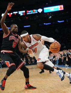 New York Knicks' Carmelo Anthony, right, attempts to drive to the basket as he is guarded by Chicago Bulls' Luol Deng, of Sudan,