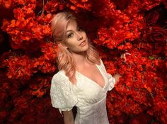 mcnamara Rosé hair and roses everywhere… 🌹 Katherine Mcnamara, Kat Mcnamara, Bright Red Hair, Dark Red Hair, Burgundy Hair, Instagram Roses, Divergent Funny, Wattpad, Chanel Beauty