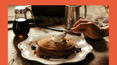 Met deze amandelmeel pannenkoek kan je lekker genieten en toch gezond en koolhydraatarm eten. En de kinderen? Die smullen vast mee!