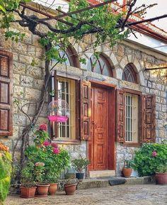 Cafe Design, House Design, Architecture Sketchbook, Mediterranean Design, Castle House, Old Buildings, Exterior Doors, Home Fashion, Traditional House