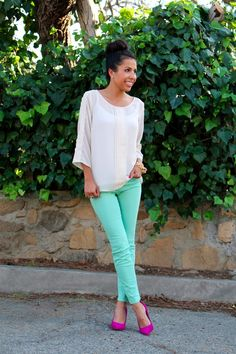 Life, Love and the Pursuit of Shoes: Feelin Lady Like - Mint jeans + hot pink heels = LOVE! Mint Skinny Jeans, Mint Jeans, Modest Fashion, Love Fashion, Womens Fashion, Fashion Tips, Outfits Pantalon Verde, Hot Pink Heels, Pink Shoes