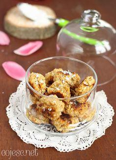 Dietetyczne kokosanki:  Płatki owsiane, Wiórki kokosowe, mleko, Woda,  Ksylitol, Ziarna z wanilii Proszek do pieczenia