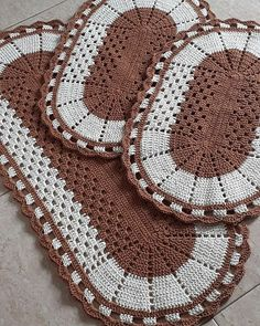 Free, Easy Crochet Sweater Pattern - A Cardigan Made from 2 Hexagons Crochet Rug Patterns, Crochet Doily Patterns, Granny Square Crochet Pattern, Crochet Doilies, Crochet Placemats, Crochet Table Runner, Crochet Cushions, Crochet Home, Knit Or Crochet