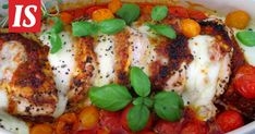 Jos olet kyllästynyt kokkaamaan samoja arkiruokia, tämä ohje kannattaa ottaa kokeiluun. Good Food, Yummy Food, Mozzarella, Tofu, Pesto, Nom Nom, Chicken, Interesting Recipes, Delicious Food