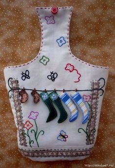 9 (480x700, 293KB) Clothespin Bag, Peg Bag, Yarn Storage, Wooden Clothespins, Arts And Crafts, Diy Crafts, Sewing Aprons, Decoupage, Patches