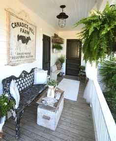 Country chic inspiration: ferns, weathered bench, vintage dairy sign