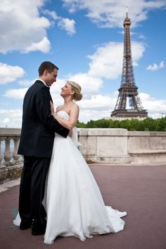 Romantic couple who eloped to Paris   © One and Only Photography Paris
