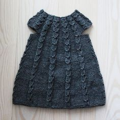 Smilla's kjole - All you knit is love Knitting For Kids, Baby Knitting, Crochet Baby, Knit Crochet, Knitted Baby, Little Girl Dresses, Girls Dresses, Girls Run The World, Modern Crochet