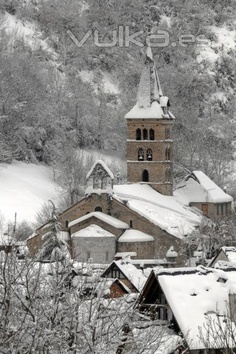 Arties - Vall d´ Aràn Lleida Catalonia Wonderful Places, Beautiful Places, Travel Pictures, Travel Pics, Beautiful Winter Scenes, Ski Posters, Snow Scenes, Place Of Worship, Cities