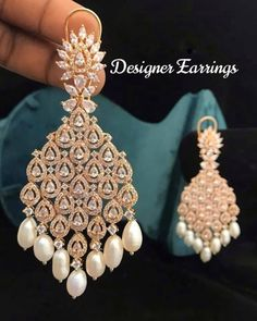 Indian Bridal Jewelry Sets, Indian Jewelry Earrings, Headpiece Jewelry, Bridal Bangles, Fancy Jewellery, Jewelry Design Earrings, Gold Earrings Designs, Gold Jewellery Design, Bridal Earrings