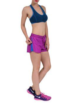 Short Fitness, em modelagem boxer, com tecido leve e forro em tecido Light, que proporciona segurança, conforto e maciez. Fácil lavagem e rápida secagem. Bolsos atrás e zíper nas laterais para regular abertura.