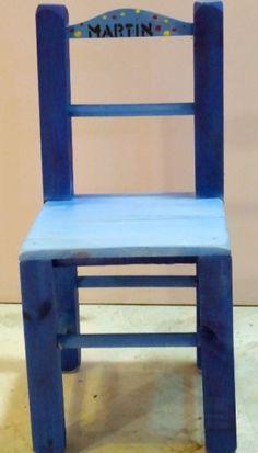 Patinas sobre sillitas de madera - Pintura en aerosol por Gimena Dusi