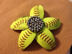 Softball flower hair clip If you're trying to find hairstyles that may make you comfortable Softball Crafts, Softball Bows, Softball Shirts, Softball Catcher, Girls Softball, Volleyball Players, Baseball Mom, Softball Stuff, Girls Basketball