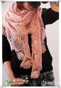 This is a beautiful pineapple crochet wrap. The pattern graph is not easy to read. There is no translatable pattern.