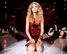 Taylor Swift Opening Night    Heii  this is  Shake It Of Cover  with the totally different Version of Taylor Swift version