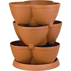 Show off your gardening with pride with this multi-tiered planter pot, ideal for showing off a variety of herbs, fruits and veggies or cascading flowers. Mix textures and colors, pattern them to coord