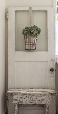 Little Farmstead: A Charming Old Farmhouse Door {bringing cheer to the laundry room!} The Best of shabby chic in - Home Decoration - Interior Design Ideas Vintage Farmhouse, Farmhouse Chic, Old Door Decor, Laundry Room Doors, Laundry Area, Salon Interior Design, Interior Doors, Vintage Doors, Vintage Door Decor