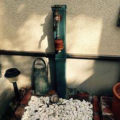 男性で、2LDKのDIY/ダサい既存の立水栓が変身!/玄関/入り口についてのインテリア実例を紹介。(この写真は 2015-07-23 19:38:02 に共有されました) Small Garden Plans, Wooden Cottage, Washi Tape Crafts, Craft Room Storage, Natural Garden, Green Garden, Garden Planning, Candle Sconces, Exterior Design