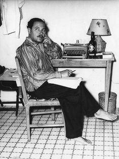 THE GUARDIAN (November 5, 2014) ~ Tennessee Williams at his typewriter. [Click for photo gallery of famous writers and their typewriters.]