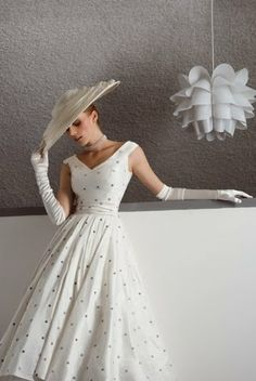 Love, love, loves it. The dress, the hat, the gloves, the whole look is fab-u-lous! #staycoveredstayclassy