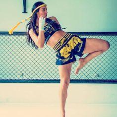 Muay Thai Martial Arts, Martial Arts Workout, Martial Arts Women, Boxer Workout, Kickboxing Workout, Disney Cocktails, Jiu Jitsu, Polyvore Outfits, Female Martial Artists