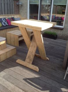 If you are passionate about woodworking and are in possession of dainty . let me tell you that woodworking projects are easy to build and sell. Diy Farmhouse Table, Farmhouse Furniture, Pallet Furniture, Garden Furniture, Diy Wood Projects, Outdoor Projects, Wood Crafts, Recycled Pallets, Wood Pallets