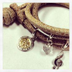 Joy de la Luz armband met bedels. #JoydelaLuz is te koop bij Rob Lanckohr, Atelier voor Juwelen. www.lanckohr.nl